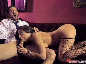 Stripper Abella Danger spreads her legs for Danny Mountain