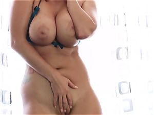 Statuesque stunner Alison Tyler plays with a electro-hitachi