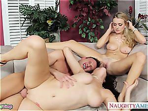 bisexual Natalia Starr boink in three way