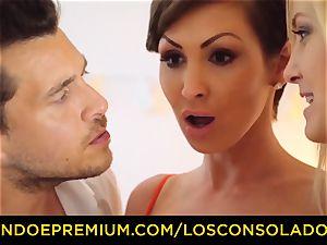 LOS CONSOLADORES - buxom Yasmin Scott pummeled in hot FFM