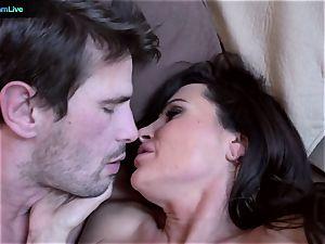 milf superstar Lisa Ann goes for a morning orgy