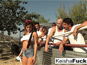 super fantastic Keisha gets prepped for her gang-bang