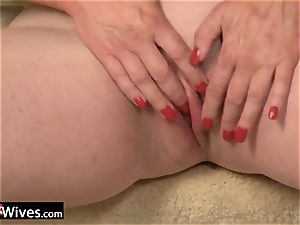 USAWives mature gal Jade solo getting off