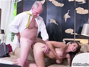 unexperienced gal masturbating Ivy impresses with her enormous mammories and culo
