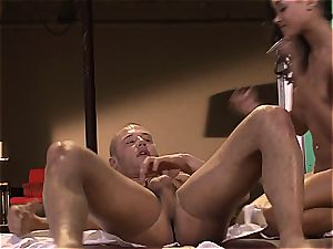 flesh Diamond is on her knees begging to get poked