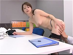Maki Hojo leaves the chief to shag her at work