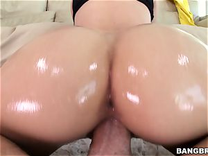 Jessa Rhodes is well-lubed up and prepped to be plowed