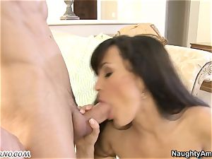 splendid legendary mummy Lisa Ann has a sultry hookup with a youthfull dude