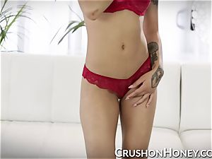 cool honey Gold draining with fucktoy and thumbs