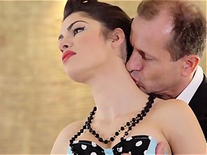 PINUP intercourse - succulent Hungarian Suzy Bell in powerful boink