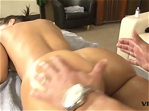 sexy cougar Lisa Ann has a taste for brazilian meat