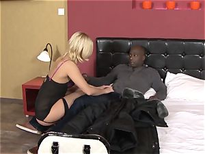 Invited a stranger cuckold trainer to bang blondie wife
