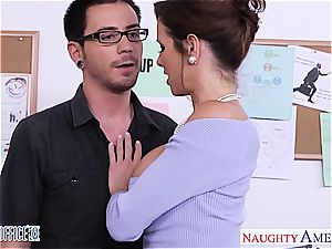 Vixen Veronica Avluv prepared for a hookup in the office
