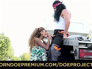 BROKEDOWN stunners - super-steamy Luna Corazon plumbs truck driver