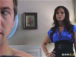 Lucy damsel shares man sausage with jaw-dropping stepmom Syren Demer