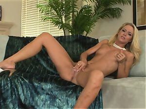 crazy blondie Sophia Lynn wants her vagina to cum for a firm fucktoy